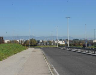 Il Centro Servizi Banca d'Italia con i Castelli Romani sullo sfondo